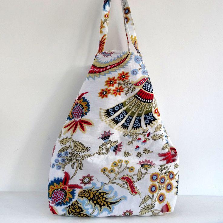 Sac cabas en coton blanc imprimé paisley multicolore, doublé coton rouge uni . shopping bag : Autres sacs par akka-accessoires