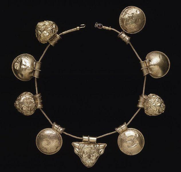 beautyandcuriosity:  ANCIENT GOLD ETRUSCAN NECKLACE 400-350B.C.