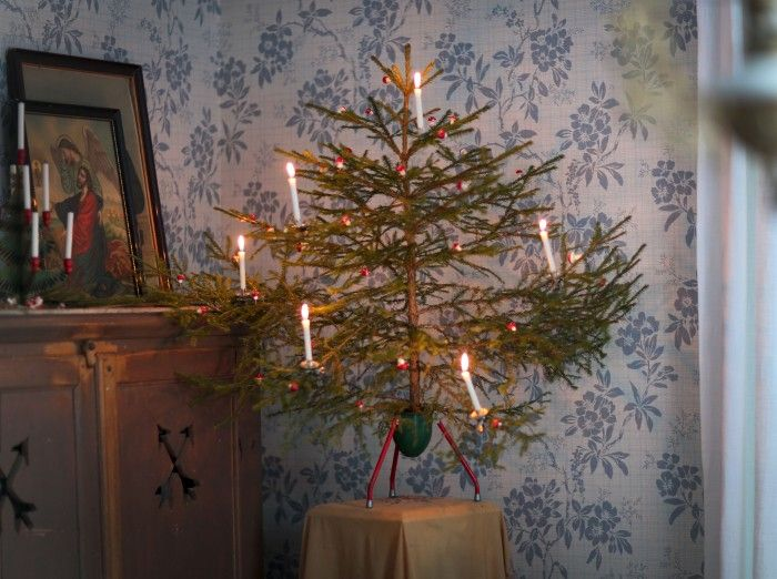 Claras jul-arkiv - UnderbaraClara  Old-country Christmas tree candles and Christmas tree candles holders from:  www.christmasgiftsfromgermany.com