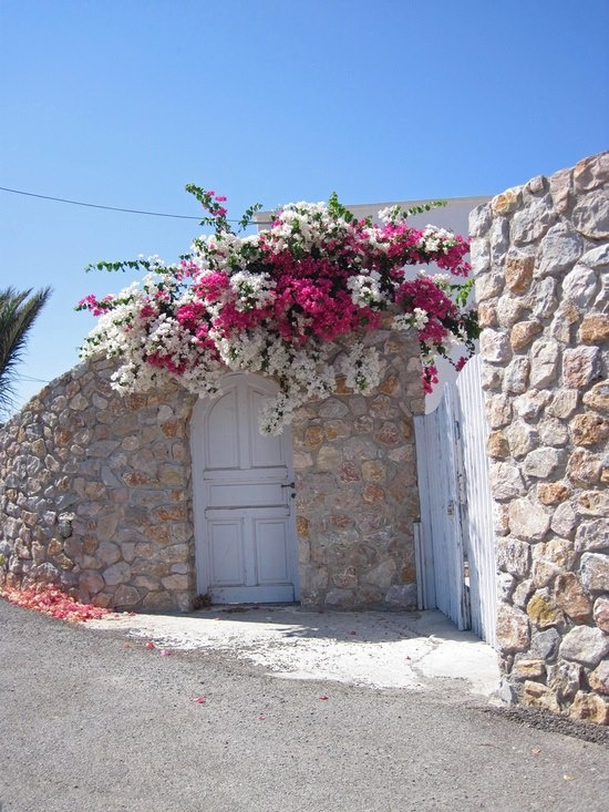 In Greece - House in Monolithos, Santorini