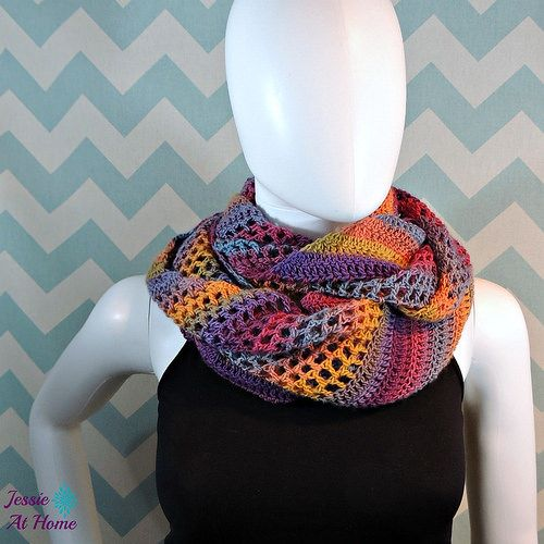 Comfy-Mochi-Cowl-free-crochet-pattern-by-Jessie-At-Home-1