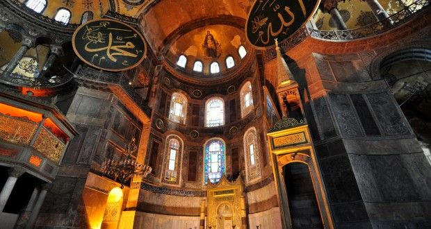 Hagia Sophia museum is the top sight in Istanbul. Hagia sophia mosaics, hagia sophia history, hagia sophia architecture are the subject of this Istanbul Clues post.