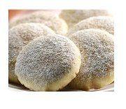 POLVORÓN DE NUEZ ½ Kg. de manteca inca, 1 barra de mantequilla, 2 huevos, 1 Kg. de harina de trigo, 1 cda. royal ,½ taza de azúcar granulada ½ taza de nuez picada Se bate la manteca, los huevos y la mantequilla con el royal, después se le agrega la harina cernida, la nuez picada y el azúcar, y se forma una masa (no se amasa mucho), se hacen los polvorones, se hornean a 200˚C - 250˚C . de 15 a 20 min. cuando ya están se retiran del horno y se espolvorean con azúcar con canela molida.