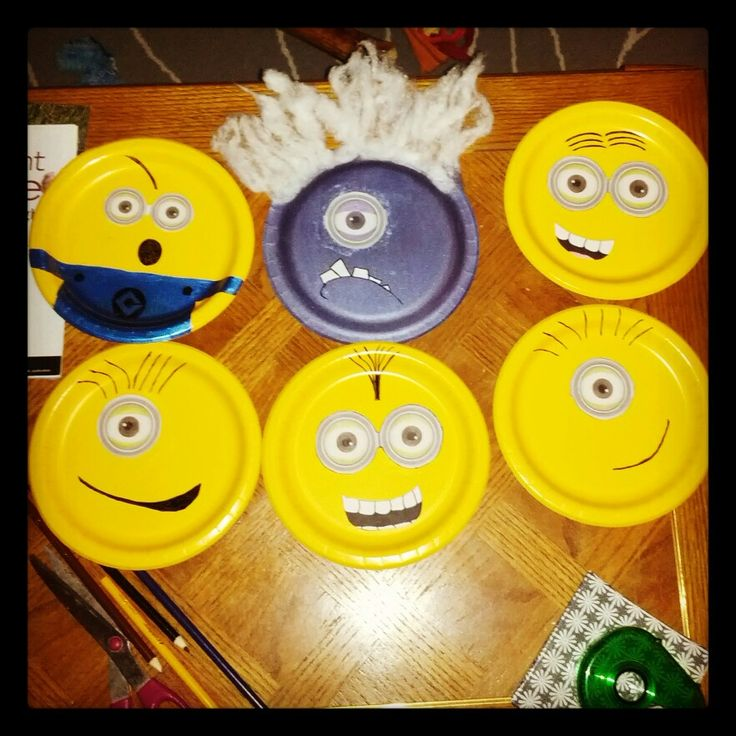 Made some wall decorations for a child's birthday party. $1 Target plates. #DespicableMe #minions #love