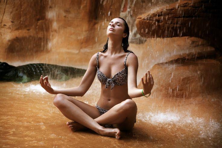 Meditation Deep Relaxation Music with 4.9Hz Binaural Brainwaves, Yoga Mu...