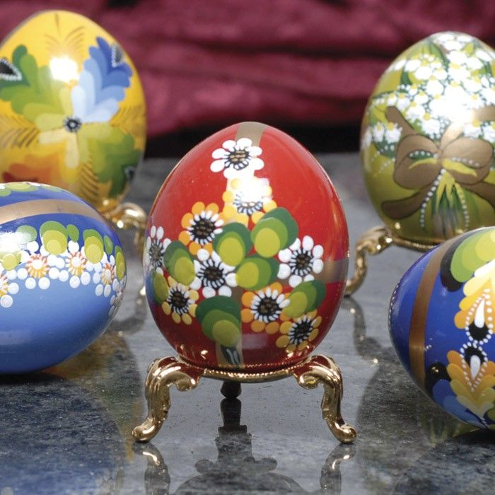 Hand-painted decorative eggs ...