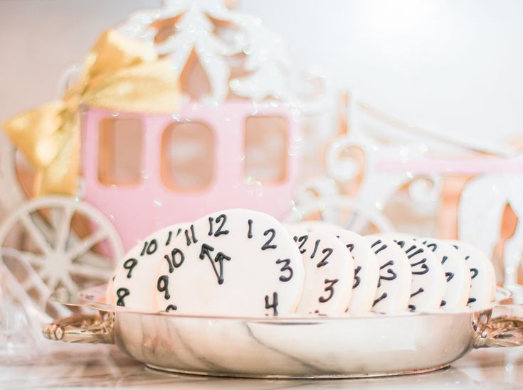 Cinderella Themed Bridal Shower Cookies | Photography: Bonphotage | #bridalshower