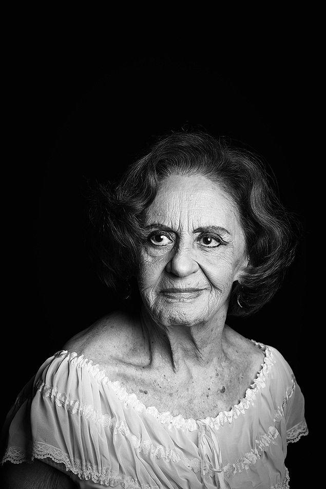"""A atriz Laura Cardoso, para seção """"Vintage"""", da revista Serafina"""