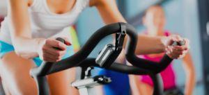 ›El spinning es una actividad colectiva y dirigida que se realiza sobre bicicletas estáticas especial- mente diseñadas para este propósito. En estas clases se puede trabajar,...