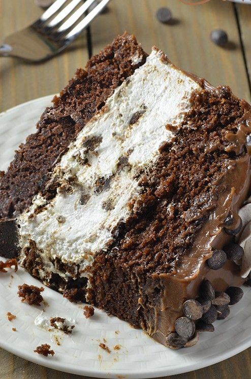 Oreo Cheesecake Chocolate Cake ~ A dessert like this is great for special occasions when you know the plain cakes will not work. If you really want to impress your dinner guests this is a sure way!