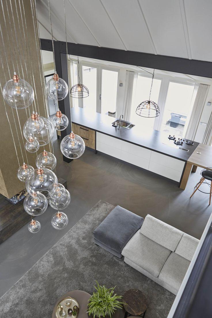 Design woning met Houtwerk Meubels! Waaronder de keuken.