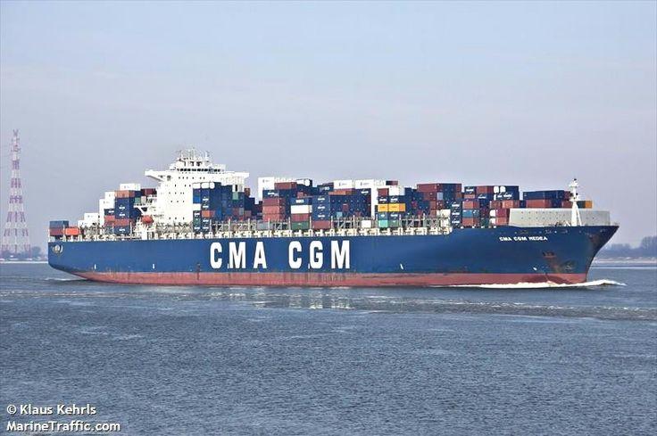 """Buque: """"CMA CGM MEDEA"""". Año de contrucción: 2006. Tipo: Portacontenedores. Propietario y operador: CMA CGM - Marsella (Francia). Dimensiones: Eslora 349 m. Manga 42,8 m. Calado 12,3m. Carga (DWT): 113.964 Tm. Capacidad máxima contenedores TEU: 9.415. Contenedores frigoríficos: 700. Motor: MAN-B&W - tipo: 12K98MC-C. Potencia: 68.640 Kw. a 94 rpm. Velocidad máxima: 16,8 nudos. Distintivo: FMFR. IMO: 9299800. Bandera: Francia."""
