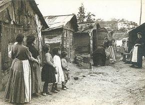 Barrio de las Injurias. A finales del Siglo XIX y principios del XX empiezan a proliferar zonas donde la vida es mucho más dura. Se encontraba al Sur de Madrid en lo que hoy es la zona de Pirámides, muy próxima al Estadio Vicente Calderón
