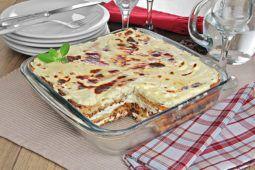Uma receita fácil de fazer e deliciosa! Experimente esse bolo salgado de frango e purê e tente preparar hoje mesmo para o lanche!