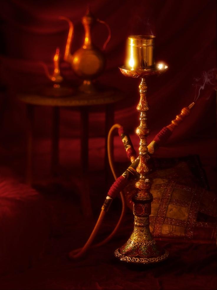 In fumul parfumat de narghilea, vorba vine de la sine. Ritualul de secole al vorbei se respecta intru totul la Ramayana