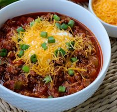 Easy and delicious low-carb keto chili! Seriously, it's so good that you won't even miss the beans! Top with sour cream, cheese and chopped green onions!