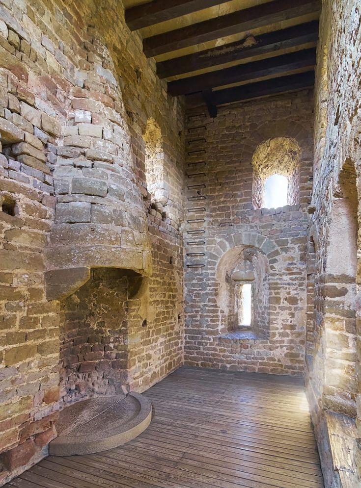 вот старинные замки фото изнутри подряд был тех