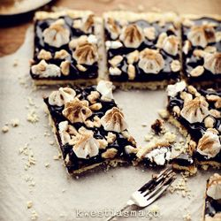 Mazurek orzechowy: Food Recipes, Chocolates Peanut Butter, Peanut Butter Bars, Cinnamon Meringue, Bar Cakes, Butter Tarts, Chocolate Peanut Butter, Caramel Recipes, Polish Food