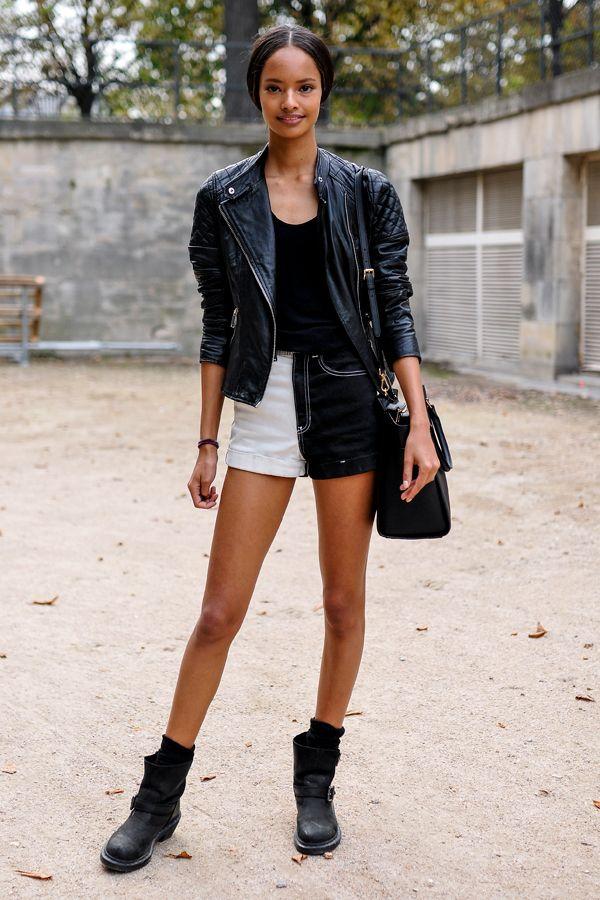 Gesteppte Lederjacke, Two-Tone Shorts und derbe Boots - Model Malaika Firth zeigte während der Paris Fashion Week, dass sie ein gutes Händchen für Mode
