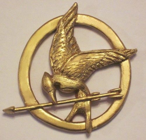 Mockingjay pin tutorial.  How to make a mockingjay pin yourself.
