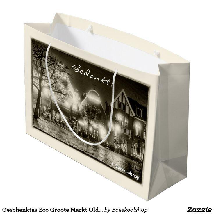 Geschenktas Eco met avondfoto van de Groote Markt in Oldenzaal. Met de mogelijkheid om tekst te verwijderen c.q. aan te passen dan wel eigen logo toe te voegen.
