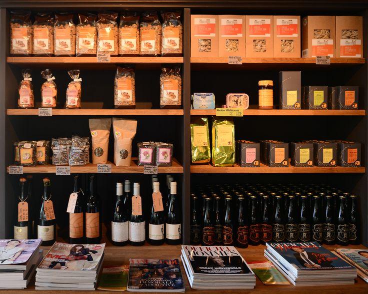 Nous vendons aussi des produits d'épicerie fine locaux