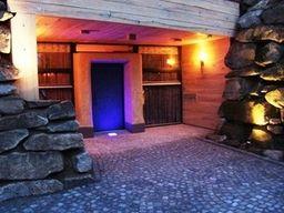 Einzigartiges 5-Sterne Erdhaus für 4 Personen (87 m²) in Viechtach, mit exklusivem Wellnessbereich und schwebenden Doppelbetten.