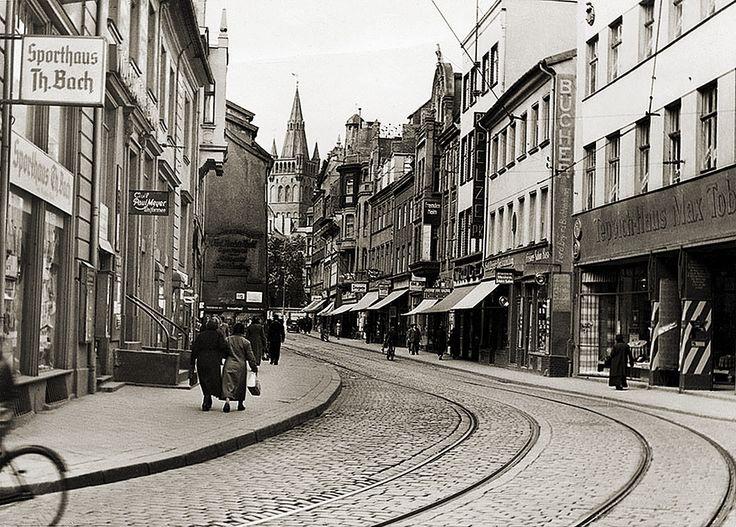 Французская улица. Здесь (второй дом справа) 24. 01. 1776 года родился Э.Т.А. Гофман немецкий писатель, композитор, художник романтического направления