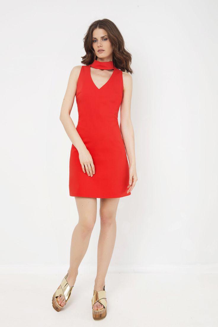 Φόρεμα μίνι με γιακά και σχέδιο V στη λαιμόκοψη