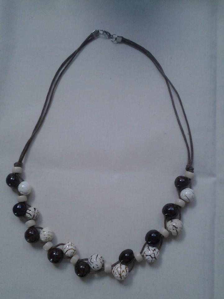 Collar de cuero con semillas de tagua en color cafe y marfil semillas 100 colombianas - Collares de cuero ...
