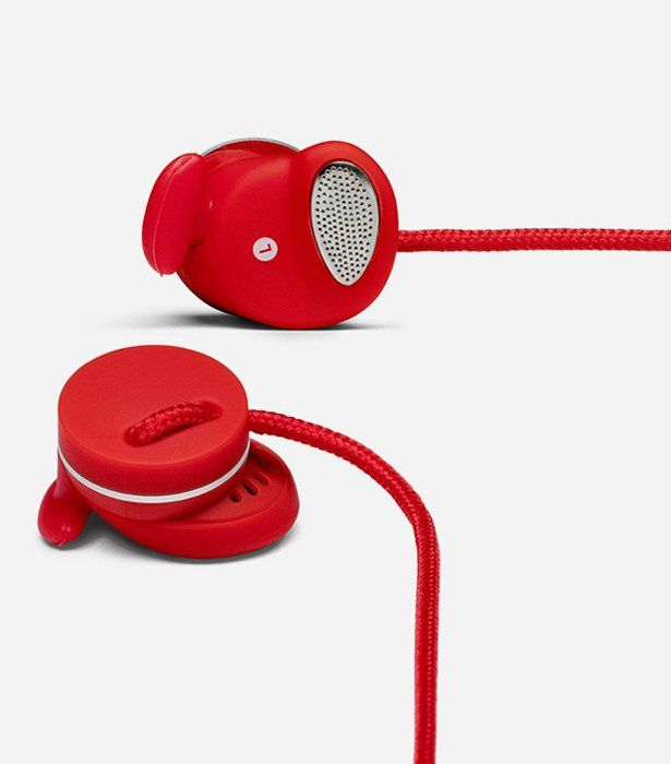 Based around the classic earphone design, the Urbanears Medis is all about combining portable audio with quality performance whilst being comfortable to wear. The earphones features rich sound in a small profile. With Urbanear's EarClick design for a secure fit, these earphones are perfect for an on-the-go audiophiles. http://www.zocko.com/z/JFRQY