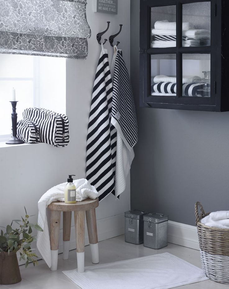 | Monochrome bathroom is perfect for creating a simplistic look and has a very easy upkeep