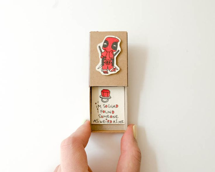 Who would say no, if they found their engagement ring in this cute Deadpool ring box?