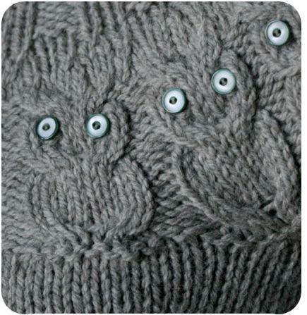 Hooou hooou faisait le hibou sur sa branche ! En me fixant avec ses grands yeux ronds. Tricoter un hibou (owl) au tricot, voici près de 3 ans qu'on me demande où trouver les explications du motif hibou en français car jusqu'ici on ne trouvait que des...