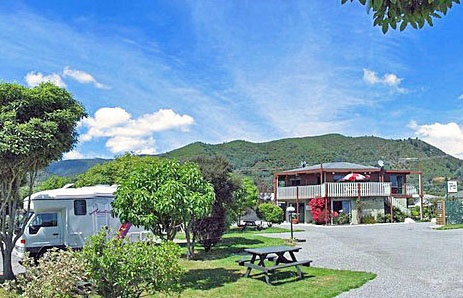 Great campervan park    http://www.pictonholidaypark.co.nz/