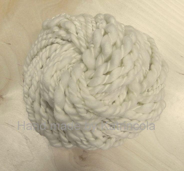 Příze ručně předená na kolovrátku 100% merino nebarvená 74g Katrincola yarn