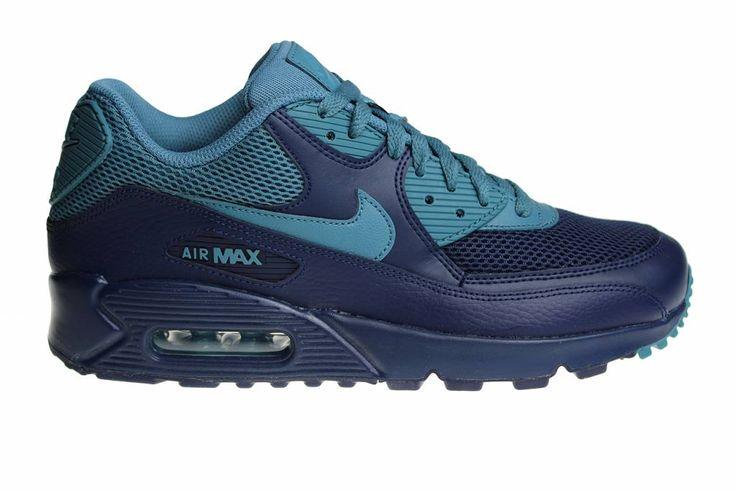 Blauwe Nike Air Max 90 Essential schoenen voor heren.  De bovenzijde van de voorkant van deze schoenen zijn gemaakt van stof/textiel. Bij ons afgeprijsd!