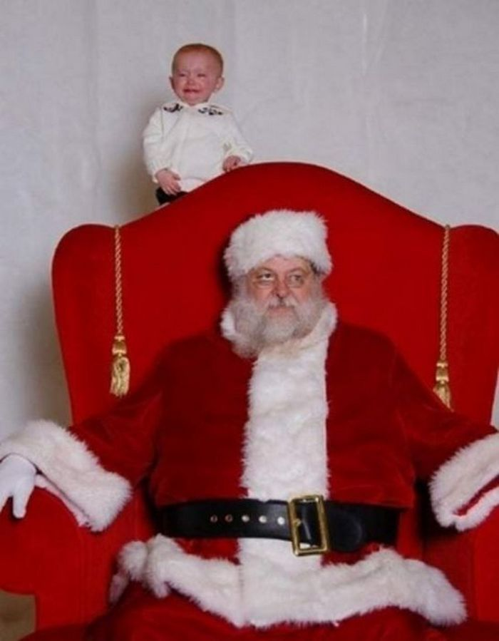 32 Insanely Creepy Santa Claus Photos That May Ruin Your Christmas Drollfeed Funny Christmas Photos Bad Santa Santa Photos