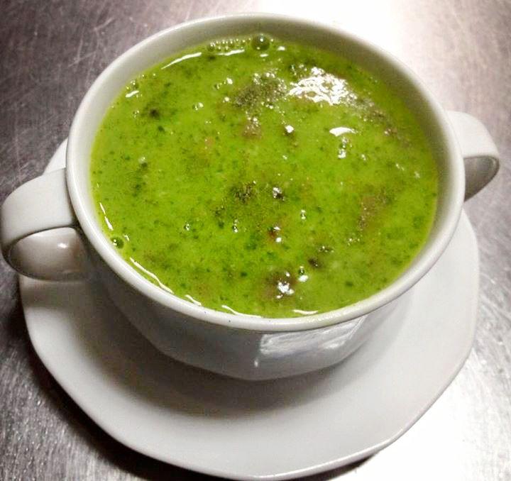 Kosztowaliście już naszych zup? :) Na zdjęciu jedna z nich: MUSHROOM PALAK SOUP, czyli #zupa pieczarkowo-szpinakowa. :) Cena: 14 zł #zupy Mr India :) http://www.mrindia.pl/