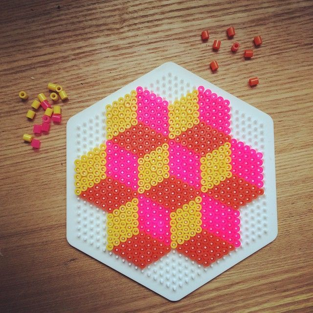 Geometric design hama beads by schmukkedeern More