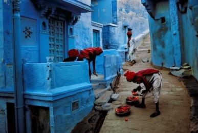 Jodhpur Fruit Vendor - ah love the blue color - Steve Mcurry