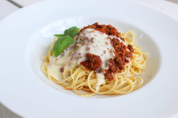 Spaghetti och köttfärssås med ostsås