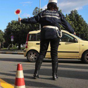 Roma auto contro moto sulla magliana. Morto il motociclista coinvolto mezzo Atac #lavoratori #salari #tasse #roma #stipendo #INPS