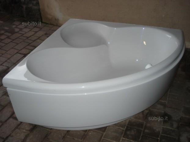 Vasca da bagno ad angolo - Arredamento e Casalinghi In vendita a Trento