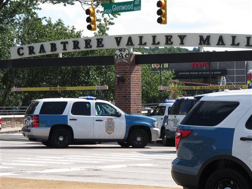 Video: Shoppers Race For Cover After Hearing Potential Gunshots at Crowded North Carolina Mall - http://www.theblaze.com/stories/2016/08/13/video-shoppers-race-for-cover-after-hearing-potential-gunshots-at-crowded-north-carolina-mall/?utm_source=TheBlaze.com&utm_medium=rss&utm_campaign=story&utm_content=video-shoppers-race-for-cover-after-hearing-potential-gunshots-at-crowded-north-carolina-mall