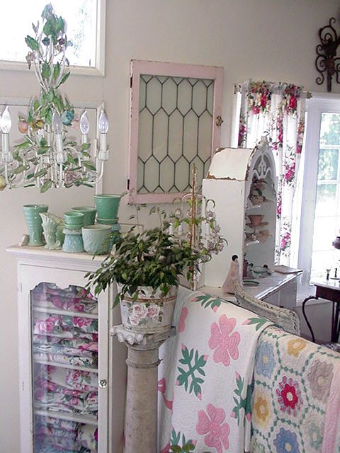 love the cool colors & quiltsCottages Style, Pink Colors, Life Style, Cottages Romantic, Cottages Colors, Cottage Style, Shabby Chic Chandelier, Pink Windows, Shabby Cottages