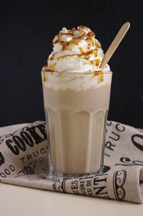 Comment reproduire un Starbucks caramel macchiato à la maison et très facilement.