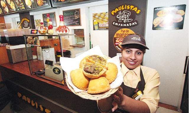 Sabores. Empanadas Paulistas ofrece innovadoras presentaciones que deleitan el paladar de sus clientes. Hay empanadas de seco de res y ají de gallina.