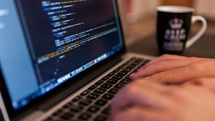 From markup languages to stylesheets; from #programming languages to web protocols and APIs - here are 10 technologies every #webdeveloper should be an expert in.