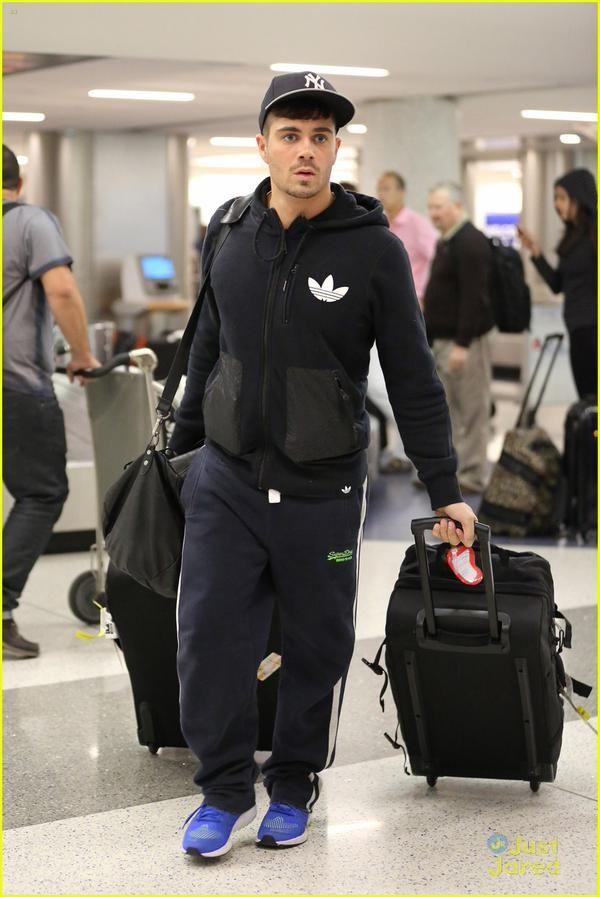 Max no aeroporto LAX, em Los Angeles, Estados Unidos (7 jan.) (via @justjaredjr)